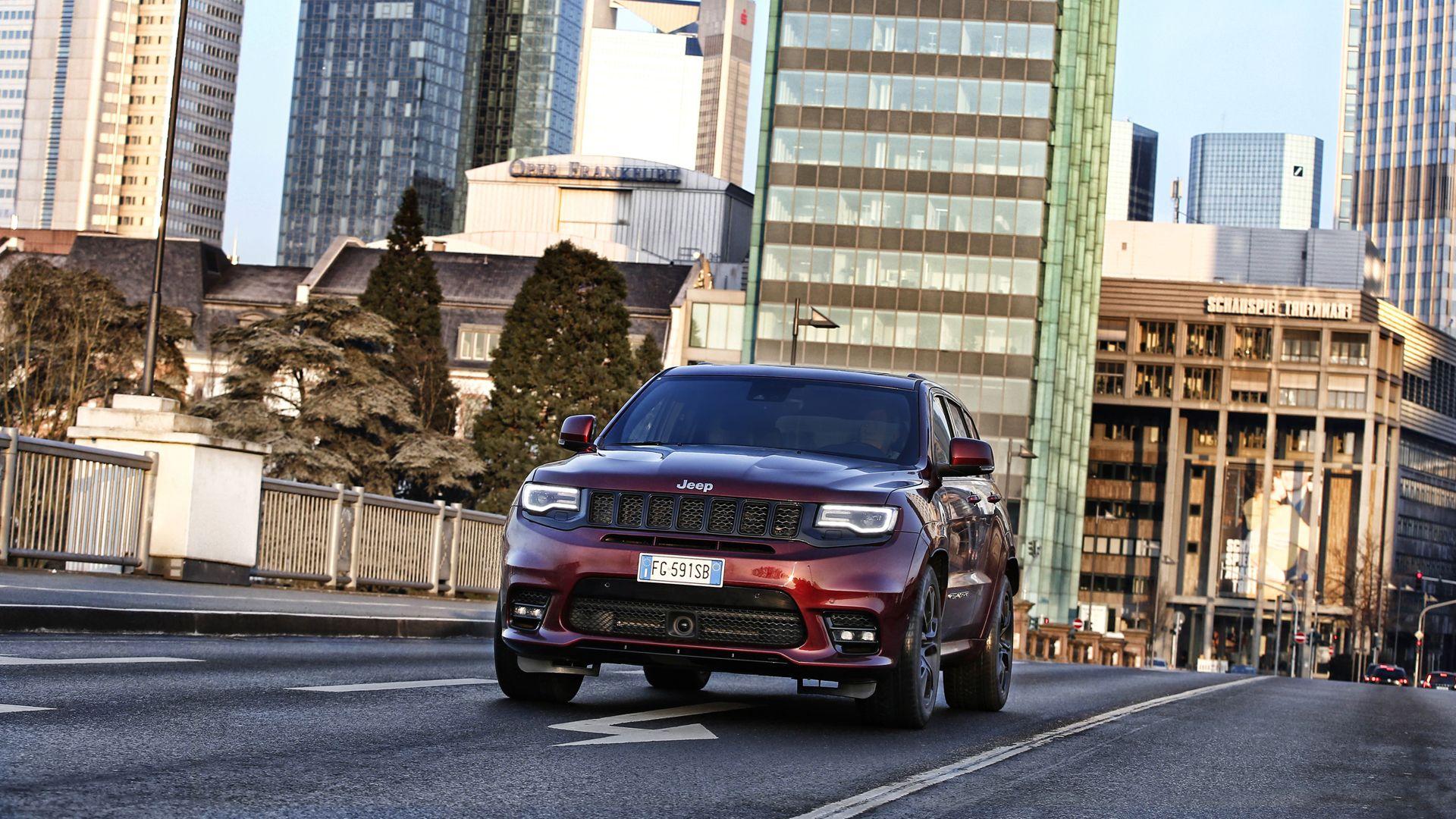 JEEP     <altSatir />VAHŞİLİK GÜZELLİKTİR      <altSatir />Yeni Jeep® Cherokee üstün yol tutuşu, performansı, yakıt ekonomisi, sınıfının en iyi 4X4 özelliği ve birinci sınıf özel teknolojisiyle sınıfında çıtayı yükseltiyor.